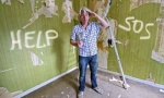 Wie Sie Wände und Decken richtig tapezieren